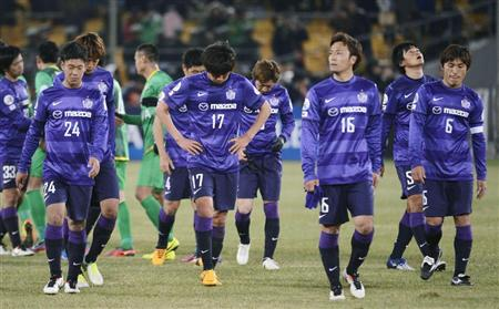 Another photo of Sanfrecce players looking glum. From: http://blog.livedoor.jp/domesoccer/archives/52022547.html